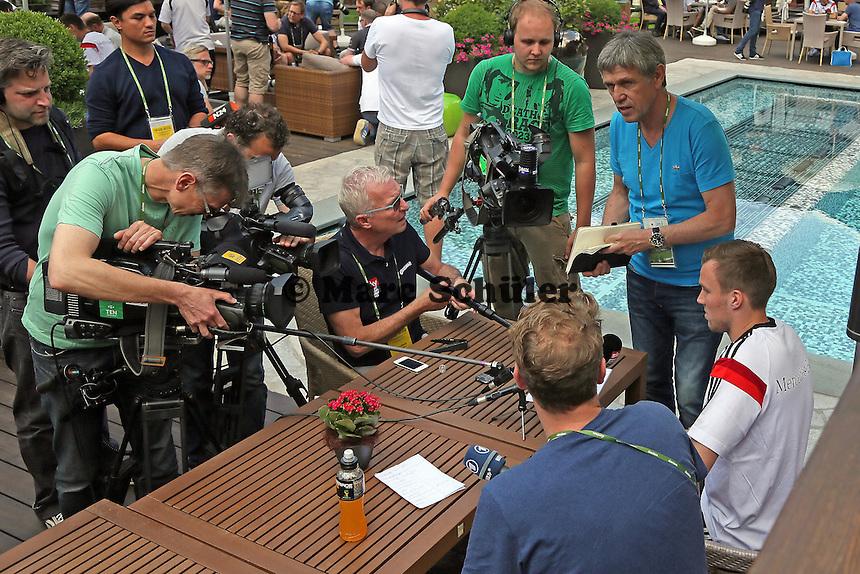 Großer Andrang bei Kevin Großkreutz - Media Day der Deutschen Nationalmannschaft zur WM-Vorbereitung in St. Martin