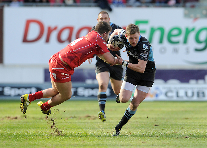 Glasgow Warriors' Finn Russell gets away from Scarlets' Steffan Evans<br /> <br /> Photographer Ian Cook/CameraSport<br /> <br /> Rugby Union - Guinness PRO12 Round 20 - Scarlets v Glasgow Warriors - Saturday 16th April 2016 - Parc y Scarlets - Llanelli <br /> <br /> &copy; CameraSport - 43 Linden Ave. Countesthorpe. Leicester. England. LE8 5PG - Tel: +44 (0) 116 277 4147 - admin@camerasport.com - www.camerasport.com