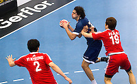 06 APR 2012 - LONDON, GBR - Argentina's Federico Vieyra (ARG) looks for a way through the South Korean defence during the men's 2012 London Cup match at the National Sports Centre in Crystal Palace, Great Britain (PHOTO (C) 2012 NIGEL FARROW)