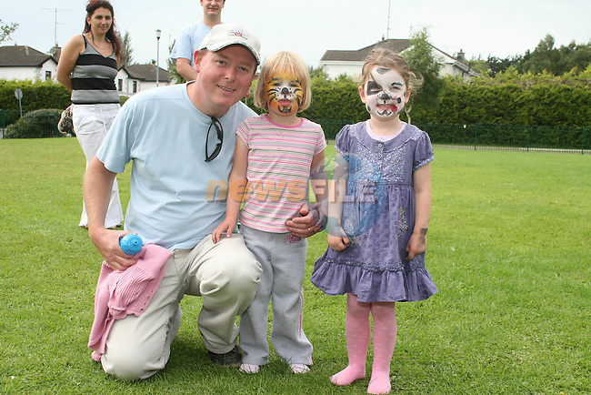 Mark and Emily Smith with Kate O'Brien at the Annual Family Fun Day in 5 Oaks...Photo NEWSFILE/Jenny Matthews.(Photo credit should read Jenny Matthews/NEWSFILE)....This Picture has been sent you under the condtions enclosed by:.Newsfile Ltd..The Studio,.Millmount Abbey,.Drogheda,.Co Meath..Ireland..Tel: +353(0)41-9871240.Fax: +353(0)41-9871260.GSM: +353(0)86-2500958.email: pictures@newsfile.ie.www.newsfile.ie.FTP: 193.120.102.198.