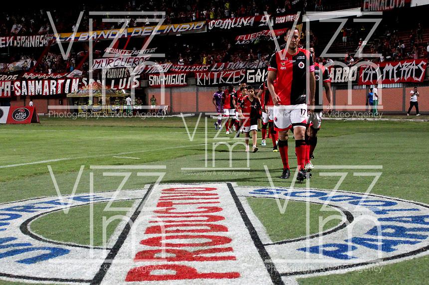 CÚCUTA-COLOMBIA, 13-10-2019: Jugadores de Cúcuta Deportivo, entran a la cancha durante partido entre Cúcuta Deportivo y Patriotas Boyacá, de la fecha 17 por la Liga Águila II 2019, jugado en el estadio General Santander de la ciudad de Cúcuta. / Players of Cucuta Deportivo, enter to the field during a match between Cucuta Deportivo and Patriotas Boyaca, of the 17th date for the Aguila Leguaje II 2019 at the General Santander Stadium in Cucuta city Photo: VizzorImage / Manuel Hernández / Cont.