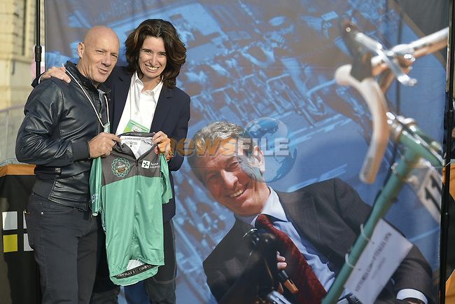 Special winners jersey dedicated to local hero the late Champion Felice Gimondi at sign on before the 113th edition of Il Lombardia 2019 running 243km from Bergamo to Como, Italy. 12th Octobre 2019. <br /> Picture: Fabio Ferrari/LaPresse   Cyclefile<br /> <br /> All photos usage must carry mandatory copyright credit (© Cyclefile   LaPresse/Fabio Ferrari)
