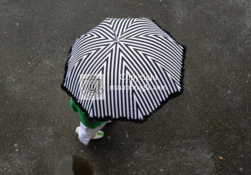 KILLARNEY WEDNESDAY 19-8-09; Umbrellas were the fashion at Killarney Races on wednesday evening.<br /> Picture by Don MacMonagle