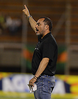 ENVIGADO -COLOMBIA-20-11-2016: Jaime de la Pava técnico de Cortulúa gesticula durante el encuentro con Envigado FC por la fecha 20 de la Liga Águila II 2016 realizado en el Polideportivo Sur de la ciudad de Envigado. / Jaime de la Pava coach of Cortulua gestures during match against Envigado FC for the date 20 of the Aguila League II 2016 played at Polideportivo Sur in Envigado city.  Photo: VizzorImage/ León Monsalve /STR