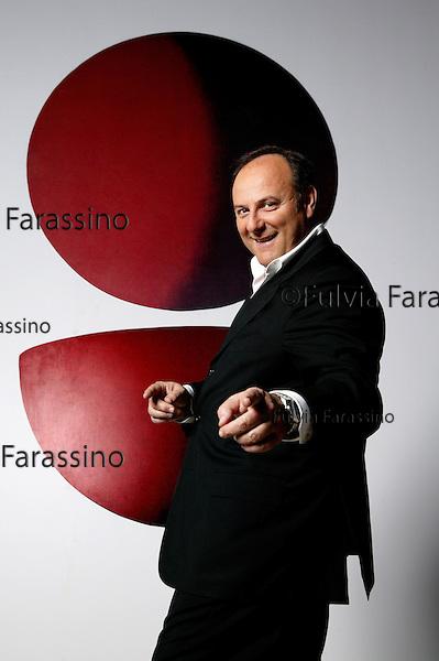 """Milano, 17 Marzo 2005.Gerry Scotti.Palazzo Reale.Mostra """"Anni '50"""""""