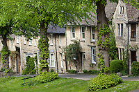 United Kingdom, England, Oxfordshire, Burford: Cotswold cottages along The Hill | Grossbritannien, England, Oxfordshire, Burford: Cotswold cottages am The Hill