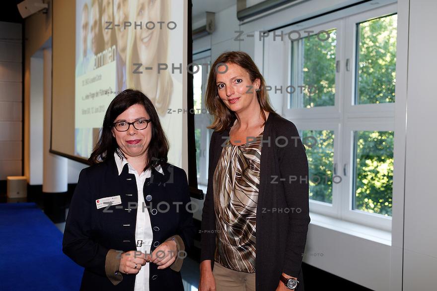 v.l.n.r. Prof. Dr. Antoinette Weibel, Sabine Furler - CEO Beldona am 30. SKO-LeaderCircle am 12. Juni 2013 im SIX in Zuerich <br /> <br /> Copyright &copy; Zvonimir Pisonic