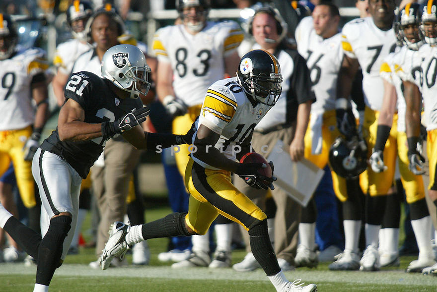 SANTONIO HOLMES, of the Pittsburgh Steelers , in action against the Oakland Raiders on October 29, 2006 in Oakland, CA..Raiders win 20-13..Rob Holt / SportPics..