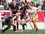 AMSTELVEEN - Hockey - Hoofdklasse competitie dames. AMSTERDAM-DEN BOSCH (3-1) . Joosje Burg (Den Bosch) met links Jacky Schoenaker (A'dam). COPYRIGHT KOEN SUYK