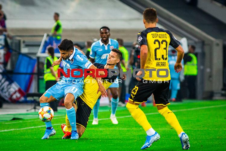 09.08.2019, Merkur Spiel-Arena, Düsseldorf, GER, DFB Pokal, 1. Hauptrunde, KFC Uerdingen vs Borussia Dortmund , DFB REGULATIONS PROHIBIT ANY USE OF PHOTOGRAPHS AS IMAGE SEQUENCES AND/OR QUASI-VIDEO<br /> <br /> im Bild | picture shows:<br /> Zweikampf zwischen Julian Weigl (Borussia Dortmund #33) und Roberto Rodriguez (KFC Uerdingen #11), <br /> <br /> Foto © nordphoto / Rauch