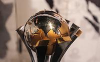 SAO PAULO, SP, 22 DEZEMBRO 2012 -  TACA DO CORINTHIANS BI CAMPEAO MUNDIAL - A taça do Mundial de Clubes da Fifa, conquistada pelo Corinthians, é exposta no memorial do Parque São Jorge, na zona leste da capital paulista. Ela ficará em exposição no local das 10h às 20h (de Brasília) a partir deste sábado (22). PHOTO VANESSA CARVALHO - BRAZIL PHOTO PRESS