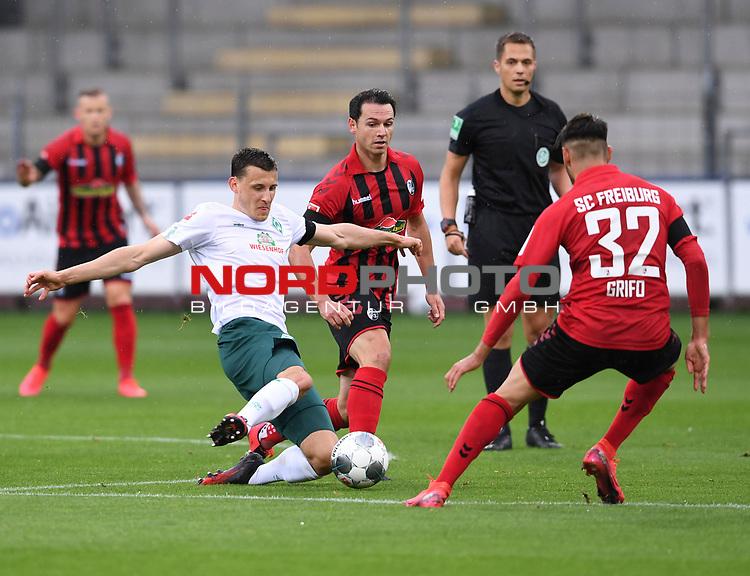 FussballFussball: agnph001:  1. Bundesliga Saison 2019/2020 27. Spieltag 23.05.2020<br />SC Freiburg - SV Werder Bremen<br />Maximilian Eggestein (Bremen links) gegen Nicolas Hoefler (Freiburg rechts)<br />FOTO: Markus Ulmer/Pressefoto Ulmer/ /Pool/gumzmedia/nordphoto<br /><br />Nur fŸr journalistische Zwecke! Only for editorial use! <br />No commercial usage!