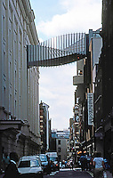London: Covent Garden. Bridge from Royal Ballet School to Opera House over Floral St. Jim Eyre, 2003--Wilkinson Eyre.  Photo '05.