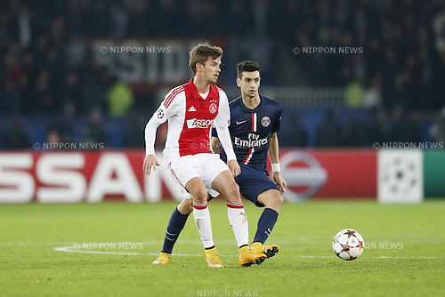 (L-R) Lucas Andersen (Ajax), Javier Pastore (PSG), NOVEMBER 25, 2014 - Football / Soccer : UEFA Champions League Group F match between Paris Saint-Germain 3-1 AFC Ajax at the Parc des Princes Stadium in Paris, France. (Photo by Mutsu Kawamori/AFLO) [3604]
