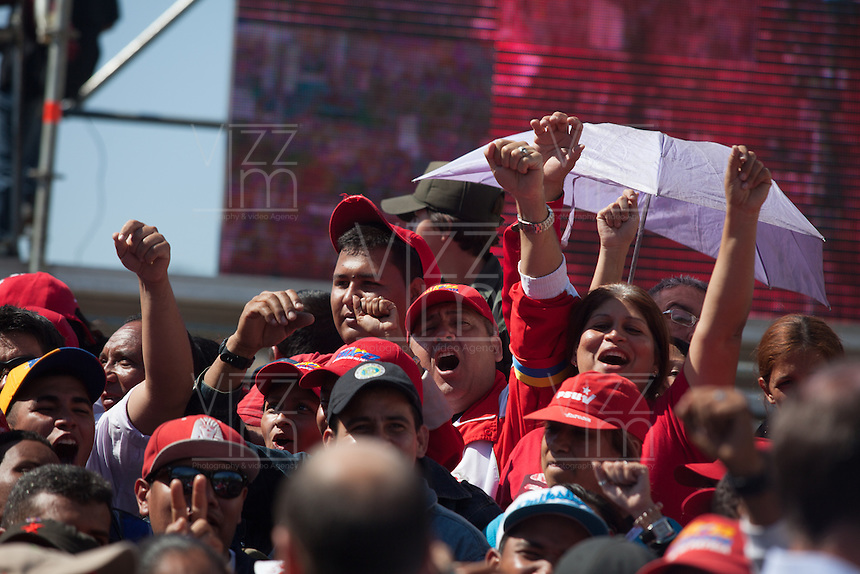 CARACAS - VENEZUELA 08-03-2013, Gente grita durante el funeral de  estado de Chávez. El lider y  presidente de Venezuela, Hugo Chávez Frías, falleció el pasado martes 5 de marzo de 2013 a causa de un cancer a la edad de 58 años./ People shout today during the state funela of Chavez. The leader and president of Venezuela, Hugo Chavez Frias who died by cancer the past March 5th of 2013 at the age of 58. Photo: VizzorImage / CONT