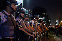 SAO PAULO,11 DE JULHO DE 2013,ATO PELA DEMOCRATIZACAO DA MIDIA EM SP,Manifestantes realizam protesto na Avenida Berrini, em frente a sede da Rede Globo em São Paulo (SP), na noite desta quinta-feira (11), pedindo a democracia na mídia. FOTO:WARLEY LEITE/BRAZIL PHOTO PRESS