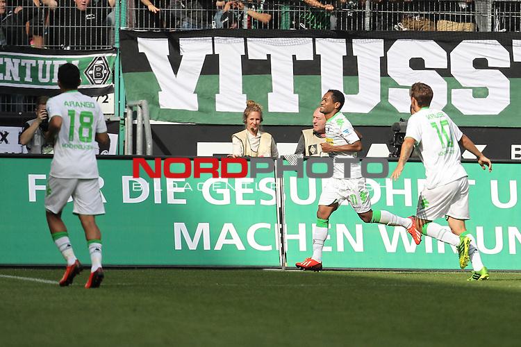 31.08.2013, Stadion im Borussia Park, Moenchengladbach, GER, 1.FBL, Borussia Moenchengladbach vs Werder Bremen, im Bild<br /> Torjubel / Jubel  Raffael (Moenchengladbach #11) mit Juan Arango (Moenchengladbach #18) (li.) und Max Kruse (Moenchengladbach #10) (re.)<br /> <br /> Foto &copy; nph / Mueller