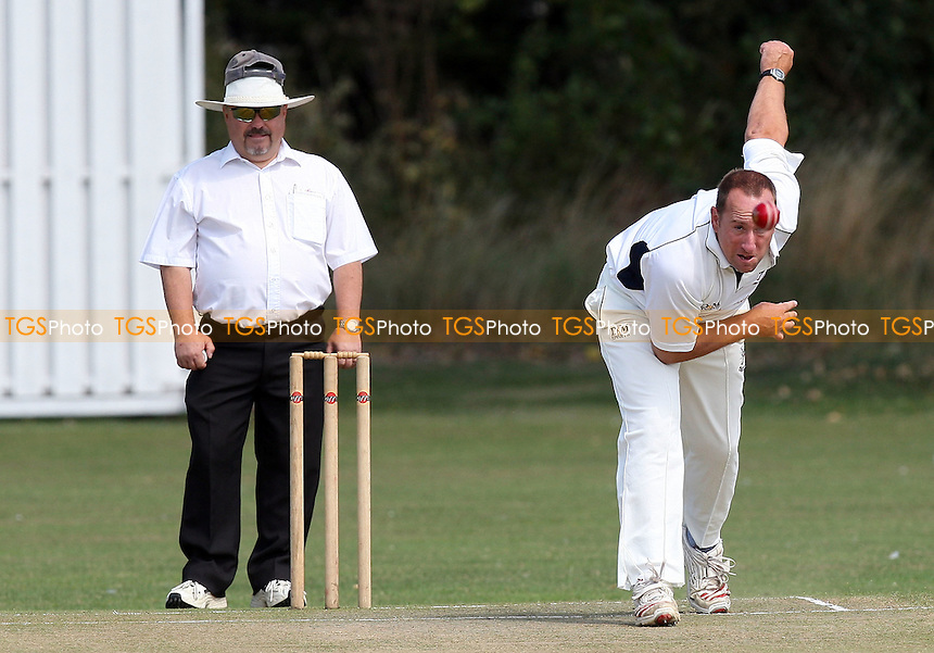 A Berry of Upminster in bowling action - Gidea Park & Romford CC vs Upminster CC - Essex Cricket League - 15/08/09 - MANDATORY CREDIT: Gavin Ellis/TGSPHOTO - Self billing applies where appropriate - Tel: 0845 094 6026