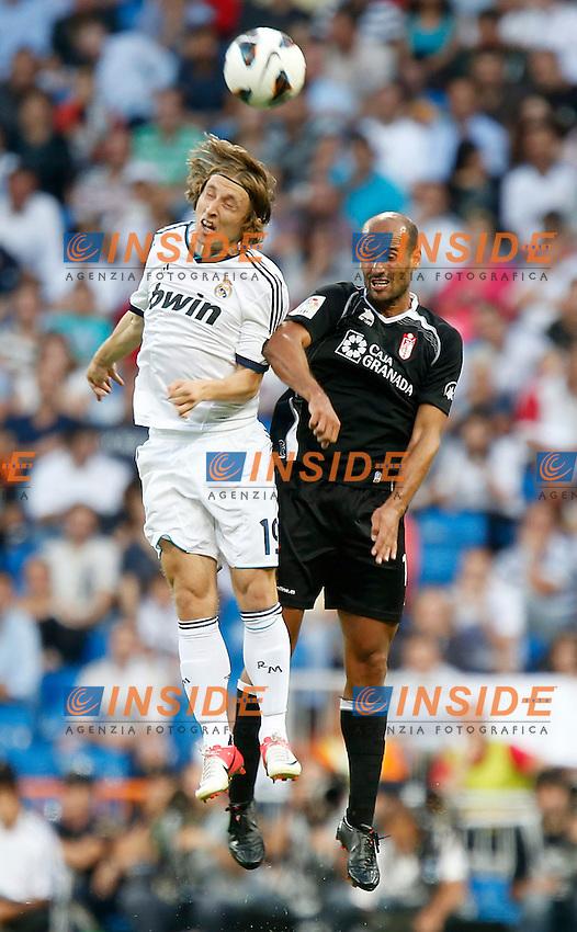Real Madrid's  Luka Modric against Granada's Guilherme Siqueira during La Liga match. September 02, 2012. (ALTERPHOTOS/Alvaro Hernandez). .Madrid 02/09/2012.Football Calcio 2012/2013 Liga.Real Madrid vs Granada .Foto Insidefoto / Alterphotos..Italy Only