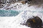 Ondas do mar batendo em pedras- Paisagens brasileiras