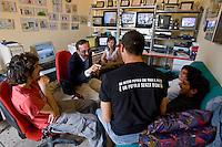 Partinico, 21 Maggio, 2006. Pino Maniaci nella redazione di Telejato insieme a sua figlia e ai suoi collaboratori..Pino Maniaci and his staff at work