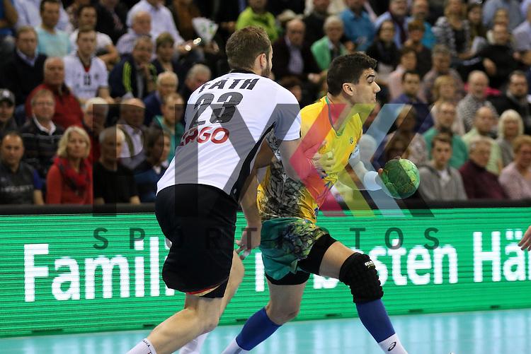Flensburg, 06.11.15, Sport, Handball Supercup 2015, Deutschland-Brasilien : Steffen F&auml;th (Deutschland, #23), Jose Toledo (Brasilien, #10)<br /> <br /> Foto &copy; PIX-Sportfotos *** Foto ist honorarpflichtig! *** Auf Anfrage in hoeherer Qualitaet/Aufloesung. Belegexemplar erbeten. Veroeffentlichung ausschliesslich fuer journalistisch-publizistische Zwecke. For editorial use only.