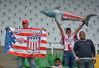 ARMENIA, COLOMBIA, 07-11-2015 Aspecto de los hinchas del Junior durante el partido entre Atlético Huila y Atletico Junior válido por la fecha 19 de la Liga Aguila II 2015 jugado en el estadio Centenario de la ciudad de Armenia./ Aspect of the fans of Junior during match between Atletico Huila and Atletico Junior valid for the date 19 of the Aguila League II 2015 played at Guillermo Plazas Alcid in Neiva city. VizzorImage/INTI