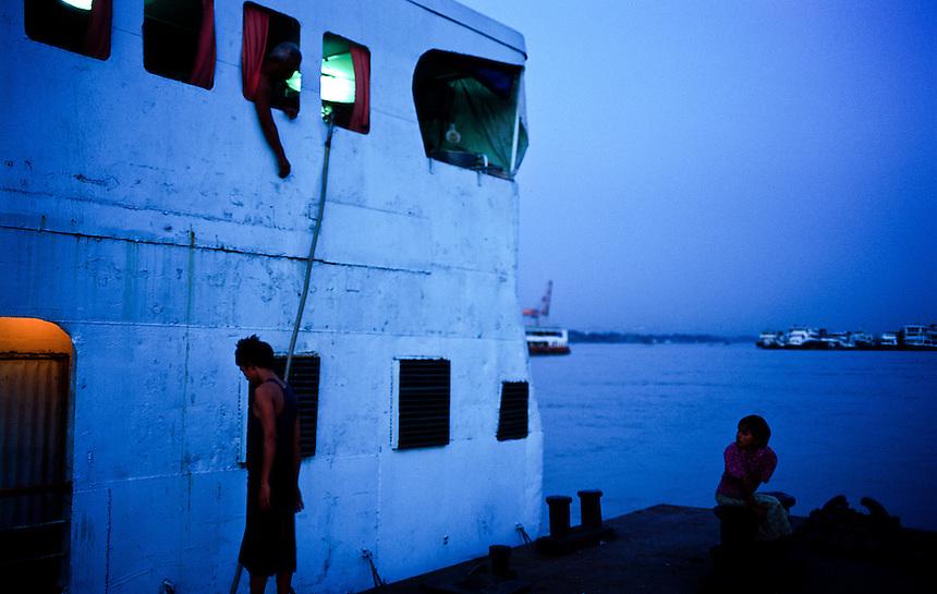 Docking, Yangon, Burma/Myanmar, November 2010. Photo: Ed Giles.