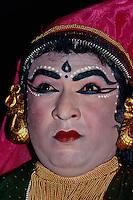 Indien, Cochin   Kathakali-Tanz, Nakhratundi (Mann in Frauenrolle)
