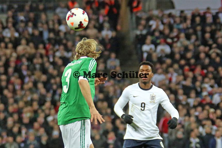 Daniel Sturridge (ENG) gegen Marcel Schmelzer (D) - England vs. Deutschland im Wembley Stadium