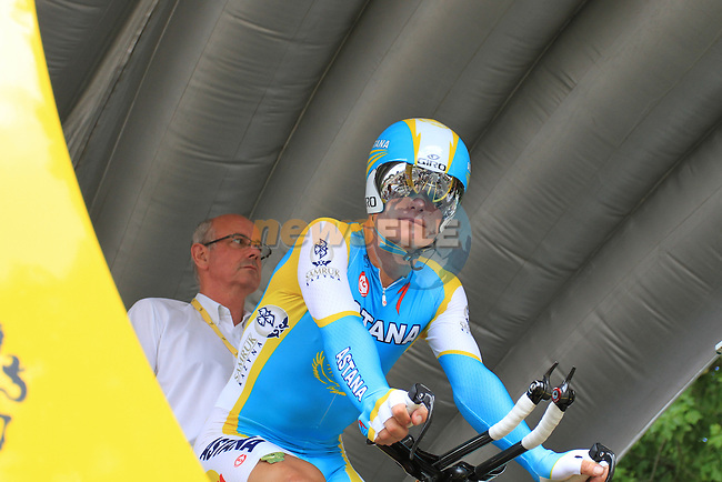 Alexandre Vinokourov (Astana) before the start of Stage 19 of the 2010 Tour de France from Bordeaux to Pauillac, 24th July 2010 (Photo by Eoin Clarke/NEWSFILE)