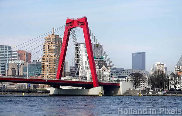 Nederland Rotterdam 26 maart 2018. De Willemsbrug over de Maas. Uitzicht op Blaak.  Foto Berlinda van Dam / Hollandse Hoogte