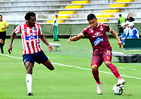 IBAGUE-COLOMBIA, 23-02-2020: Daniel Cataño de Deportes Tolima y Didier Moreno de Atletico Junior disputan el balon durante partido entre Deportes Tolima y Atletico Junior, de la fecha 6 por la Liga BetPlay DIMAYOR I 2020, jugado en el estadio Manuel Murillo Toro de la ciudad de Ibague. / Daniel Cataño of  Deportes Tolima and Didier Moreno of Atletico Junior vie for the ball during a match between Deportes Tolima and Atletico Junior of the 6th date for the Liga BetPlay DIMAYOR I 2020, played at Manuel Murillo Toro stadium in Ibague city. / Photo: VizzorImage / Juan Carlos Escobar / Cont.