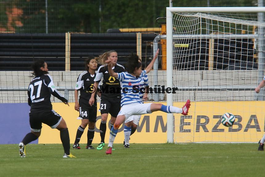 Peggy Kuznik (FFC) zieht ab - 1. FFC Frankfurt vs. MSV Duisburg