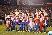 ASUNCION – PARAGUAY – 10-09-2013: El equipo de Paraguay posa para una foto durante partido en el estadio Defensores del Chaco en Asuncion, Paraguay, septiembre10 de 2013. Los seleccionados de Paraguay y Argentina disputan partido en la fecha diez y seis por la clasificatoria a la Copa Mundo FIFA Brasil 2014. (Foto: Photogamma / Javier Garcia M. /VIzzorImage).  The Paraguay  team pose for a photo during game at the Defensores del Chaco Stadium in Asuncion Paraguay, September 10, 2013. The Paraguay and Argentina teams dispute a game on the date sixteen qualifying to the FIFA World Cup Brazil 2014. (Photo: Photogamma / Javier Garcia M. /VIzzorImage)