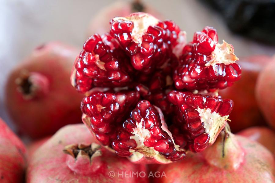 Uzbekistan, Tashkent. Chorsu Bazaar. Pomegranate.