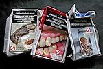 Caixas de cigarros amassadas.  Foto de Manuel Lourenço.