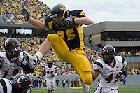 11 November 2006: West Virginia running back Owen Schmitt (35)..The West Virginia Mountaineers defeated the Cincinnati Bearcats 42-24 on November 11, 2006 at Mountaineer Field, Morgantown, West Virginia..