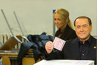 L'ex presidente del consiglio Silvio Berlusconi depone la scheda nell'urna all'interno del suo seggio in occasione del referendum costituzionale, a Roma, 4 dicembre 2016. Sullo sfondo la fidanzata Francesca Pascale.<br /> Italian former premier Silvio Berlusconi casts his ballot at his polling station to vote on the occasion of the constitutional referendum, in Rome, 4 December 2016. In background, his girlfriend Francesca Pascale.<br /> UPDATE IMAGES PRESS/Riccardo De Luca