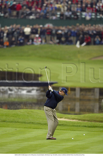 DAVIS LOVE III (USA) plays to the 10th green, Fourball Match, 34th Ryder Cup, The Belfry, Sutton Coldfield, 020928. Photo: Glyn Kirk/Action Plus....2002.golf golfer playing