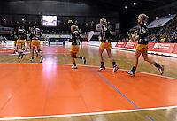 1. Bundesliga Handball Frauen - Punktspiel HC Leipzig (HCL) : DJK / MJC Trier - Arena Leipzig - im Bild: Die HCL Spielerinnen laufen ein . Foto: Norman Rembarz ..
