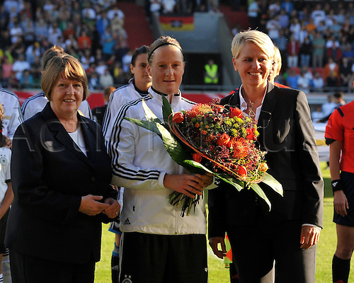 17.09.2014. Heidenheim, Germany. Womens World Cup football qualifier. Germany versus Republic of Ireland.  Hannelore Ratzenburg and Melanie BEHRINGER (Ger) with Team manager Doris Fitschen 100th match