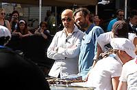 NAPOLI PIAZZA SAN DOMENICO MAGGIORE REGISTRAZIONE DI UNA PUNTATA DELLA TERZA SERIE DI MASTERCHEF ITALIA <br /> NELLA FOTO  I GIUDICI   , CARLO CRACCO E JOE BASTIANICH<br /> FOTO CIRO DE LUCA