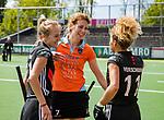 AMSTELVEEN  - Willemijn Bos (Gro) speelde haar laatste officiële hoofdklassewedstrijd. afscheid.   Hoofdklasse hockey dames ,competitie, dames, Amsterdam-Groningen (9-0) .  links Lauren Stam (A'dam)  en rechts Maria Verschoor (A'dam)     COPYRIGHT KOEN SUYK