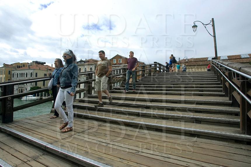 Il ponte in legno dell'Accademia, a Venezia.<br /> Accademia's wooden Bridge, in Venice.<br /> UPDATE IMAGES PRESS/Riccardo De Luca