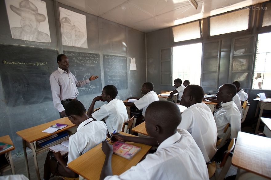 Tuesday 18 january 2011 - Juba, South Sudan - Teacher Rafael Agustino teaches Sciences to third year secondary school Sudanese students at Supiri Secondary School in Juba, South Sudan. The school is mix boys and girls and is taught in arabic language. Photo credit: Benedicte Desrus