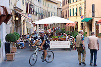 Diners eat al fresco at restaurant and bar Caffe 1888 Fiaschetteria Italiana in Piazza del Popolo, Montalcino, Val D'Orcia,Tuscany, Italy