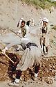 Iraq 1963 .Peshmergas repairing a road.Irak 1963.Peshmergas reparant une route