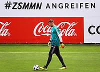 Torwart Manuel Neuer (Deutschland Germany) will im Trainingslager angreifen und zur WM fahren - 24.05.2018: Training der Deutschen Nationalmannschaft zur WM-Vorbereitung in der Sportzone Rungg in Eppan/Südtirol