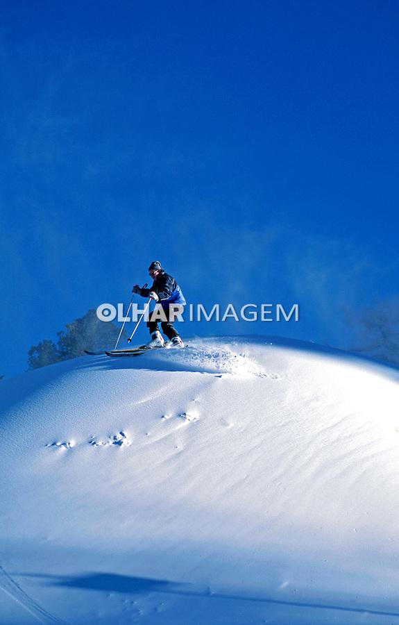 Esqui na neve nos Alpes Suiços. Suíça. 2002. Foto de Stefan Kolumban.